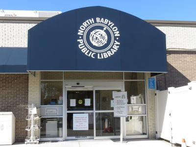 Main entrance of North Babylon Public Library
